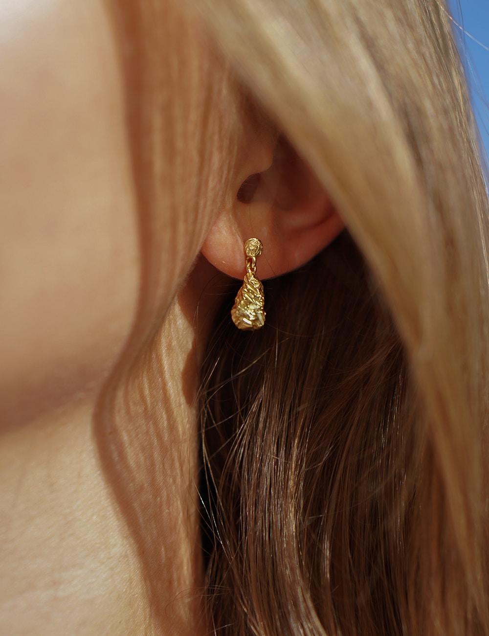 Scarlet – guld øreringe
