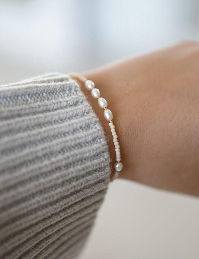 Perlearmbånd med små perler
