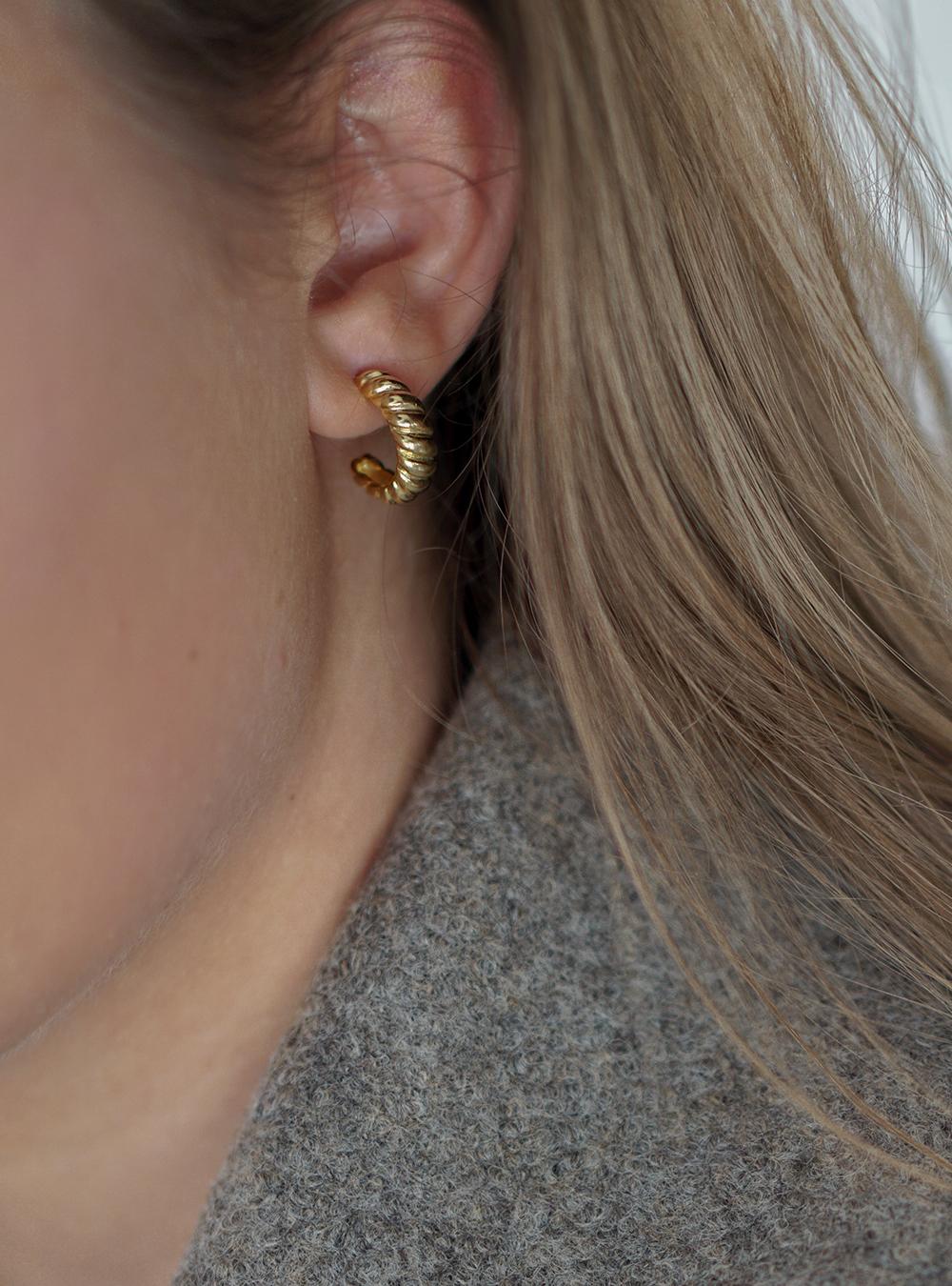 Croissant – Guld øreringe