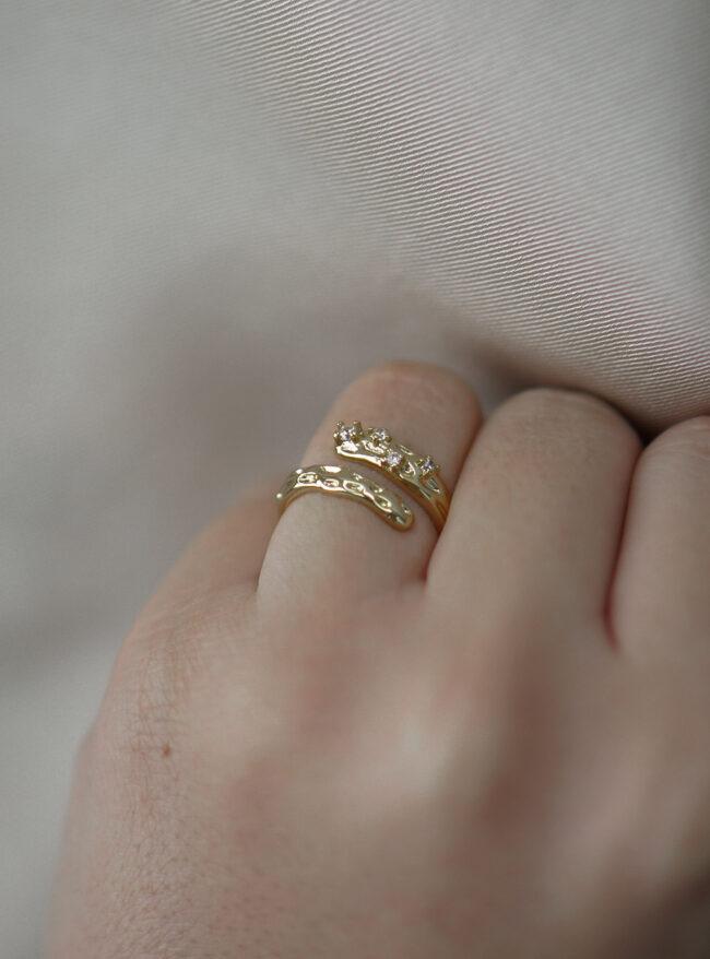 Rustik ring med sten