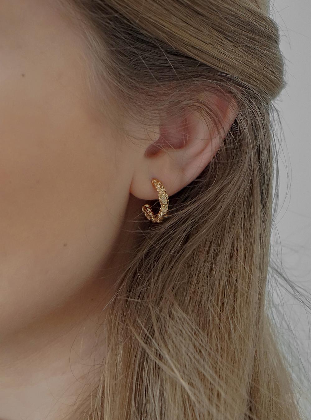 Alma – Guld øreringe