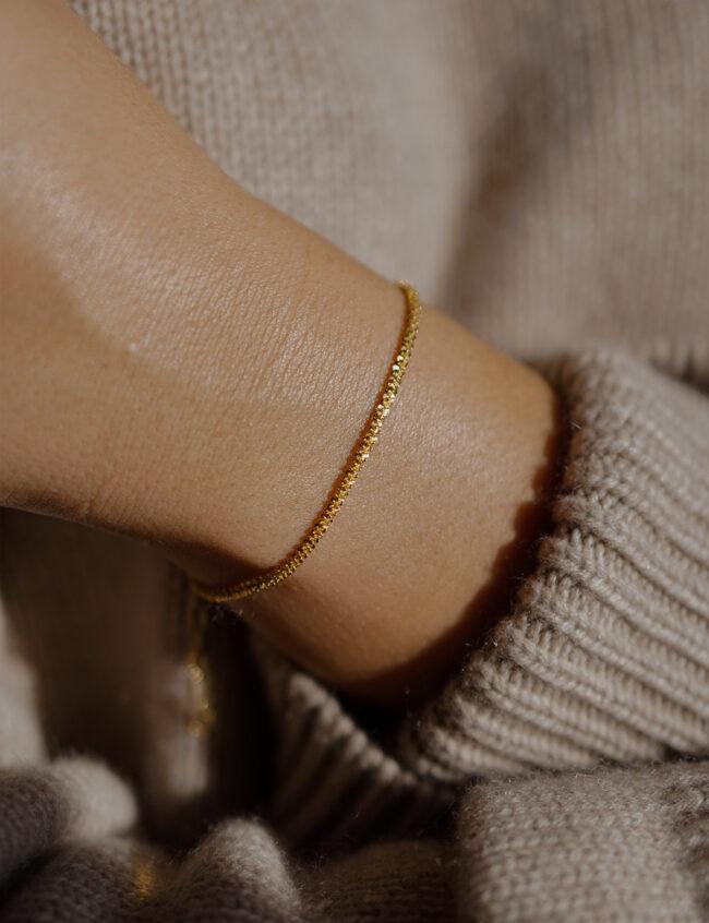 Guld armbånd til kvinder
