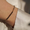 Armbånd med sorte perler