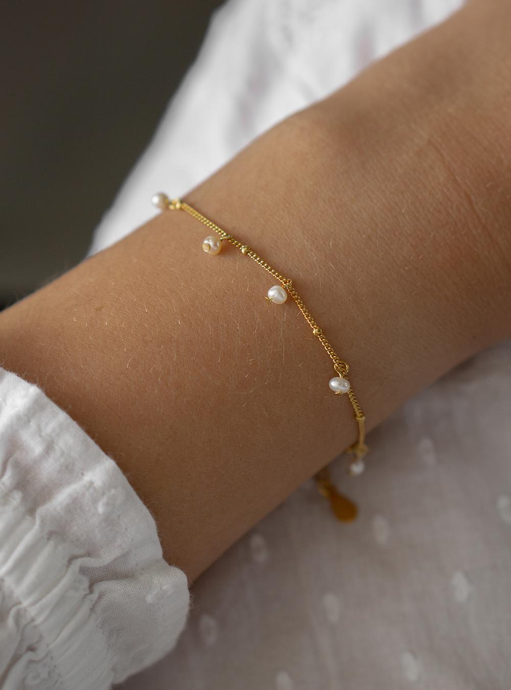Nala – Guld armbånd med perler