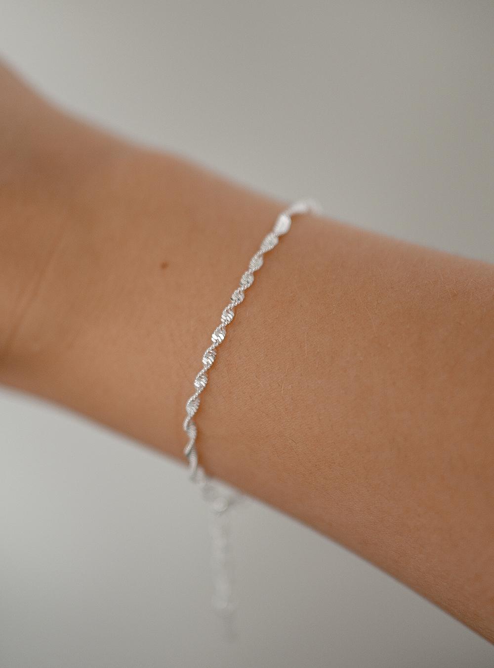 Snoet sølv armbånd